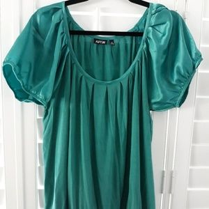 Adorable Women's XL scoop neck blouse
